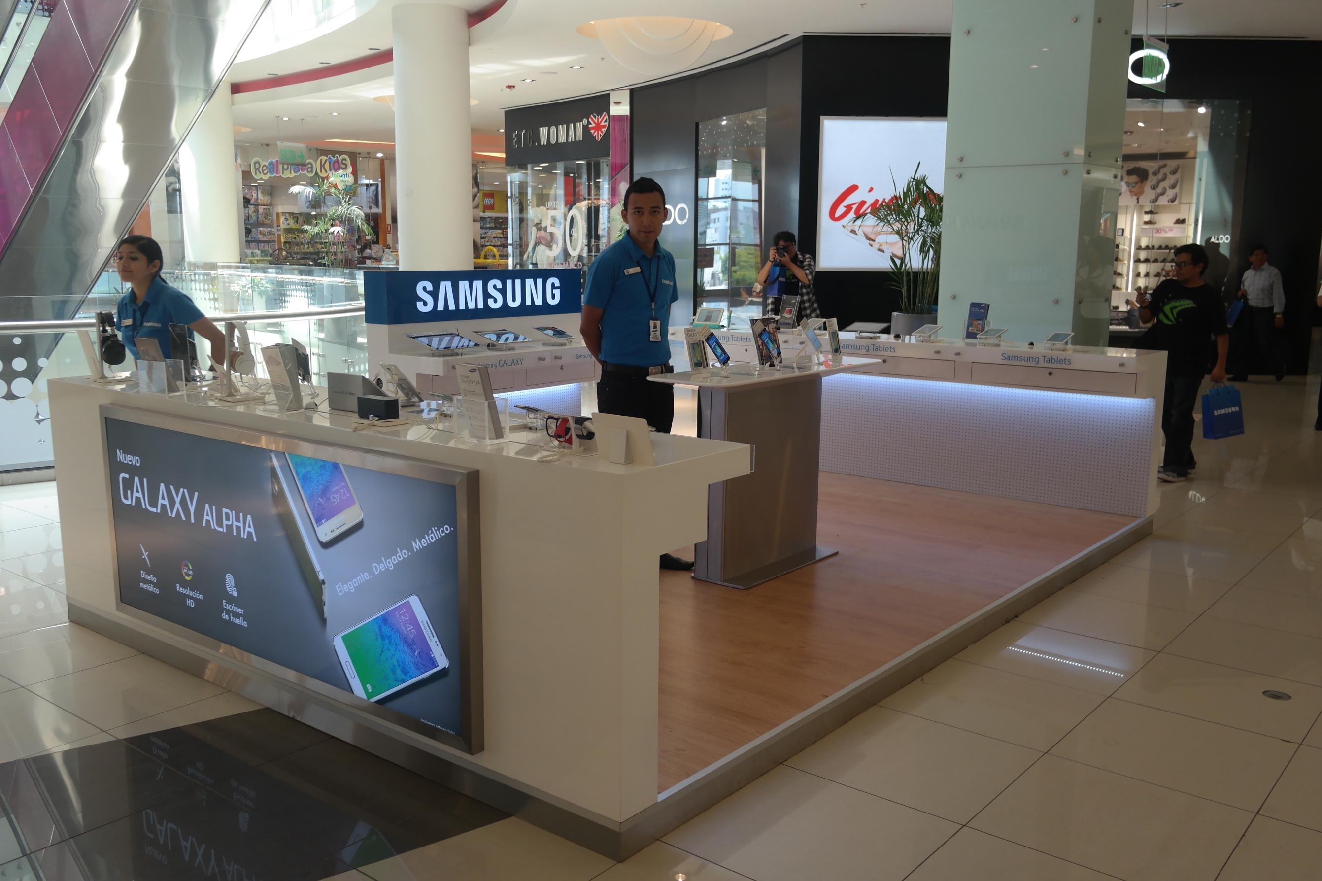 Samsung inaugura su nuevo m dulo de venta en el centro for Construccion de modulos comerciales