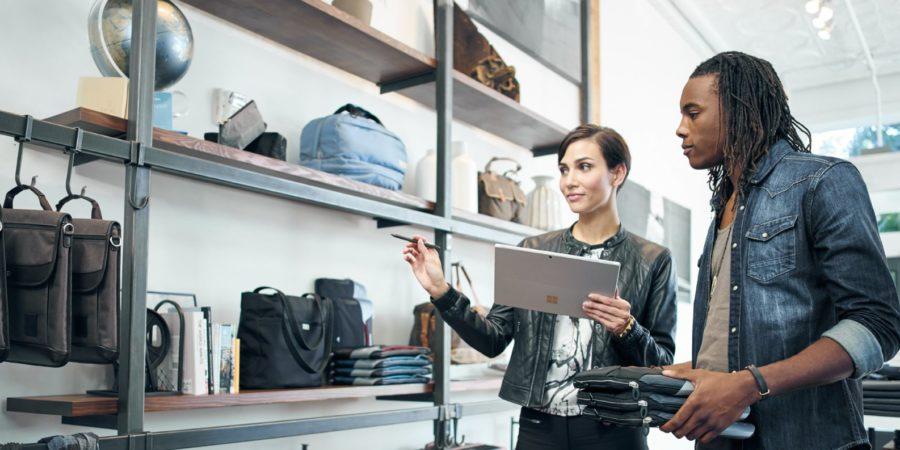 Tras bastidores, en el punto de venta o en la pasarela, la tecnología está unida con la moda