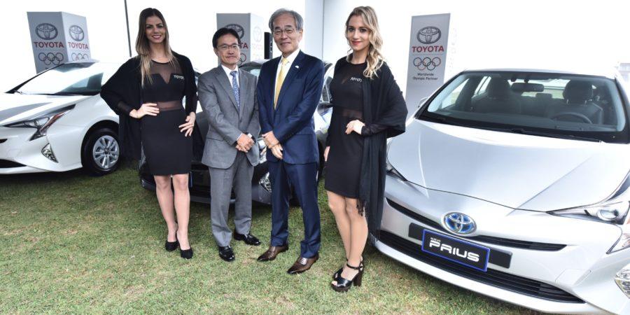 Toyota presenta el nuevo Prius 2017 y el renovado Prius C, junto a miembros del Comité Olímpico Internacional