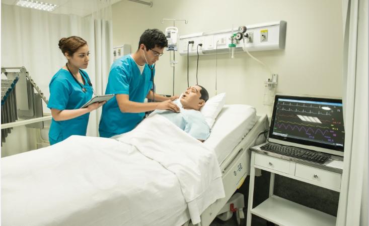 Simuladores recrean de manera real la atención de un parto